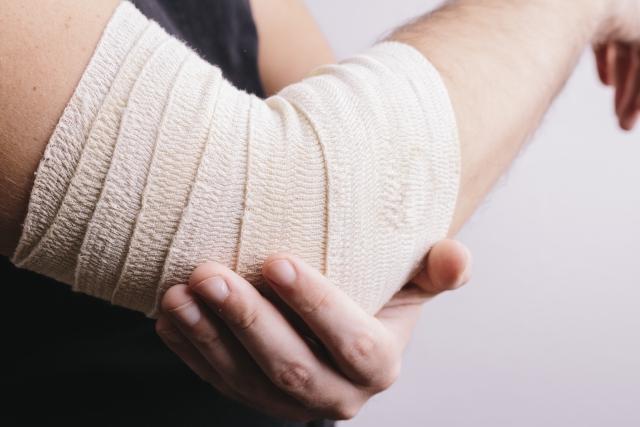 膝の痛みを軽減するためのサポートは効果があるのか。砂町銀座商店街の整骨院
